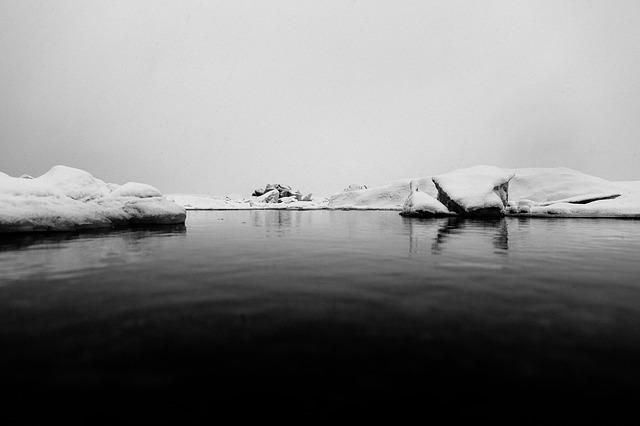 iceberg-371414_640